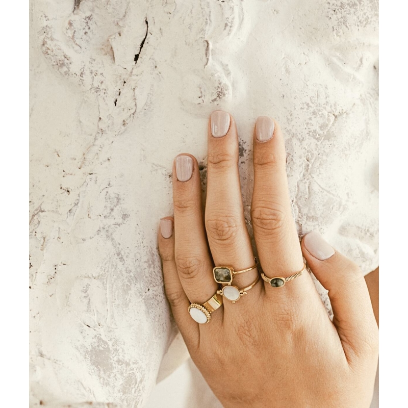 Oval stone pearly gold ring...