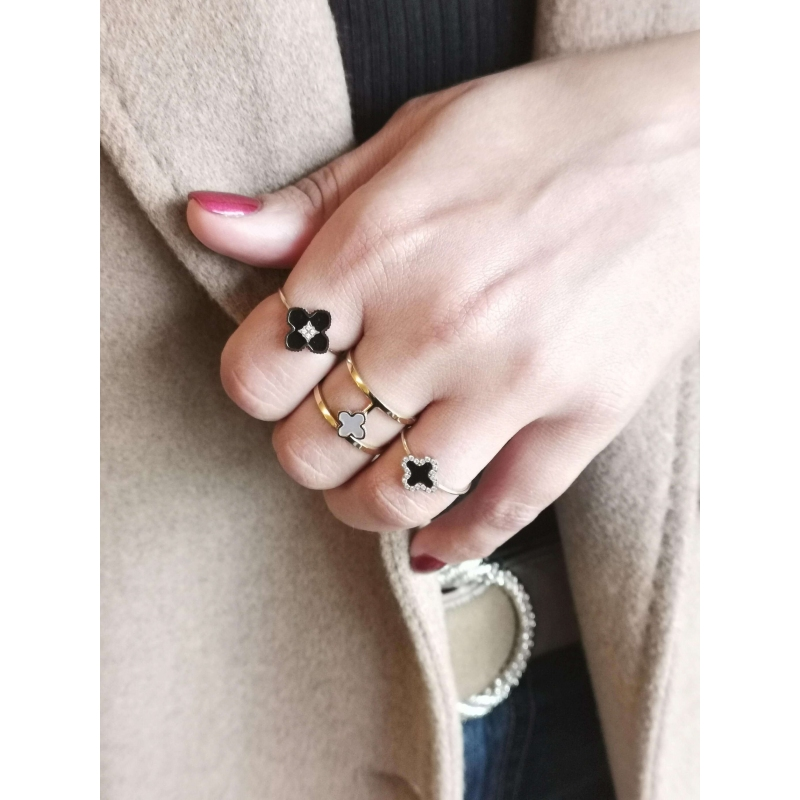 Bonnie Shine ring in gold...