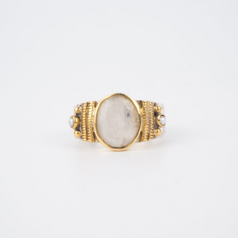 Ethnic chic moonstone MM in silver ring - Canyon