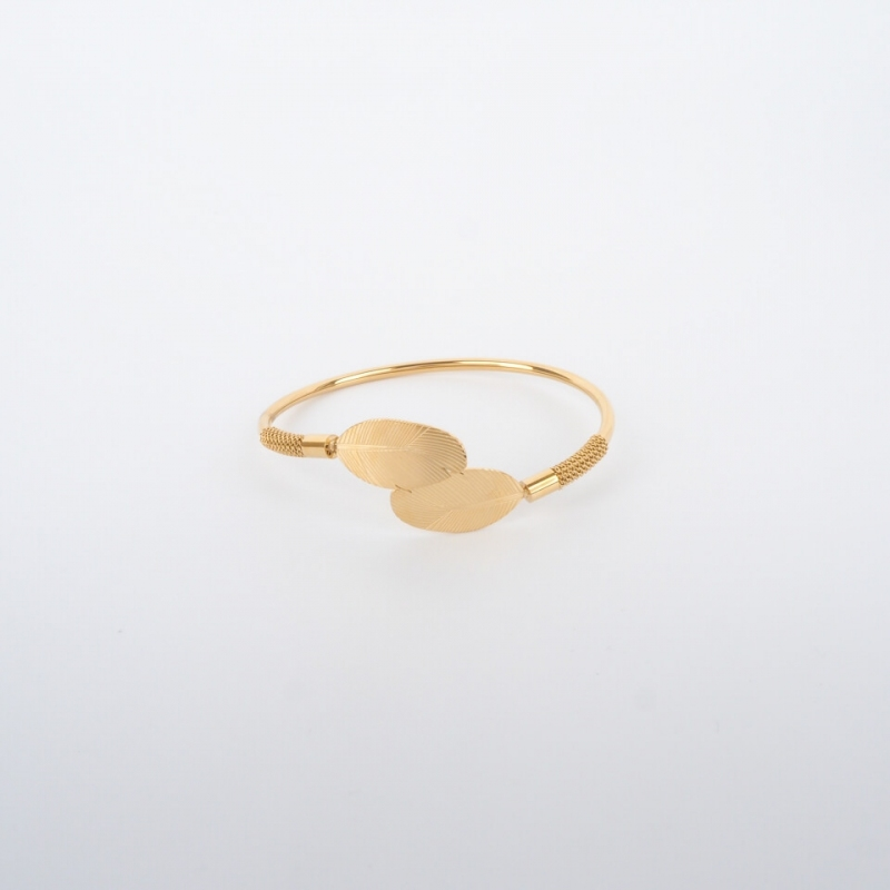 Double feather gold bangle...