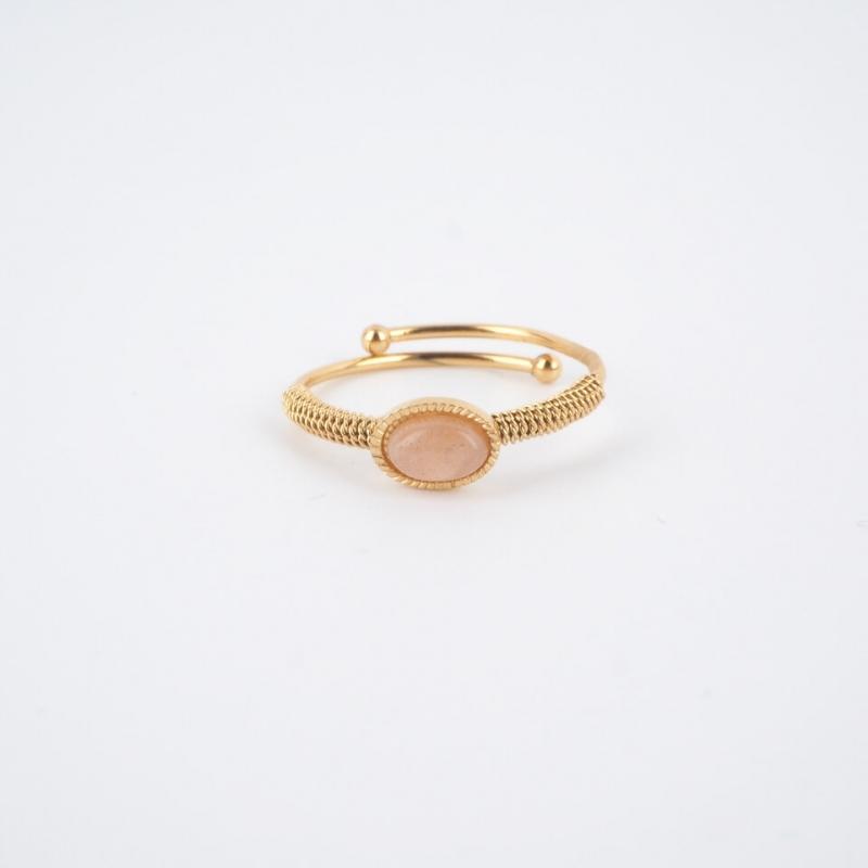 Oval stone heliolite gold...