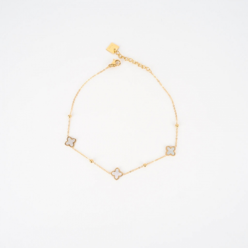 Pearly clovers gold anklet...
