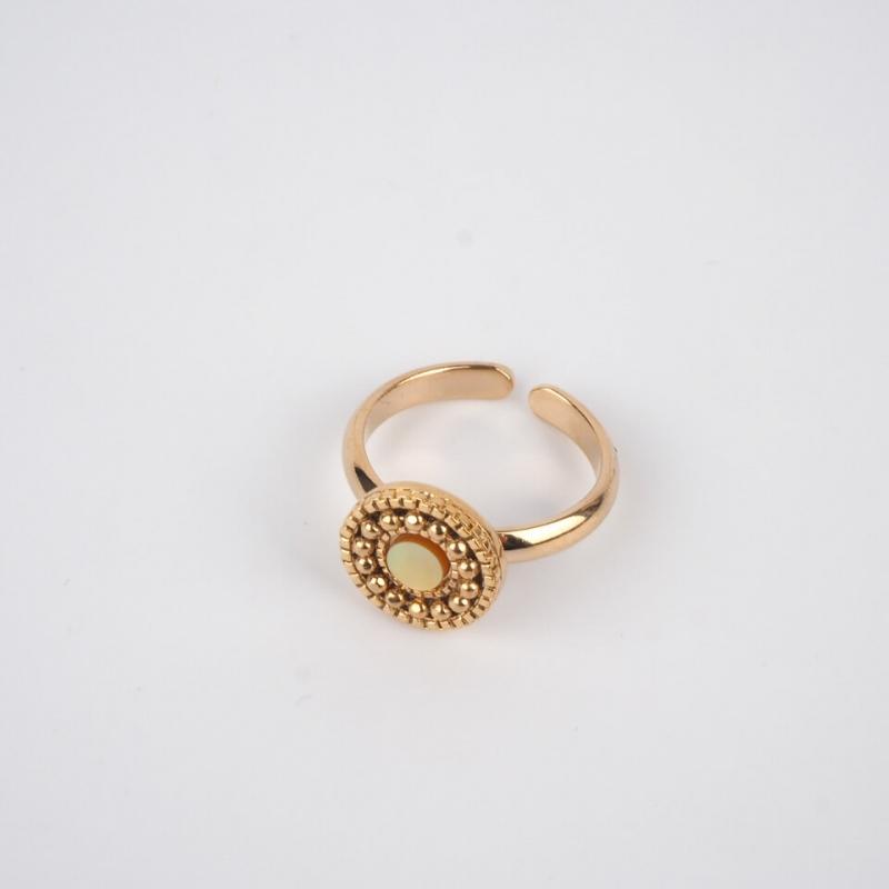Golden glamorous ring -...