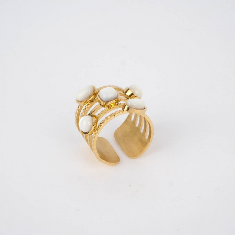 Hestia pearly ring in gold...