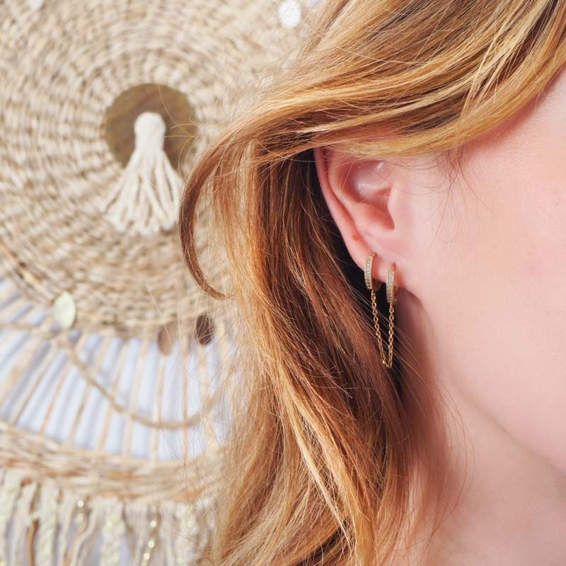 Single gold strass earring...