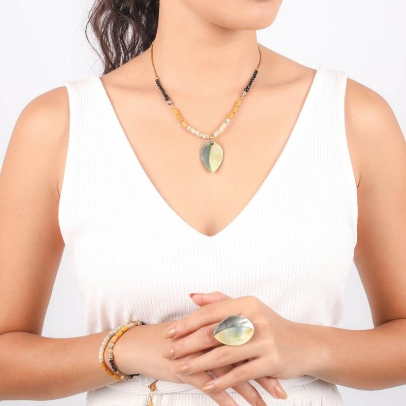 Necklace leaf pendant -...
