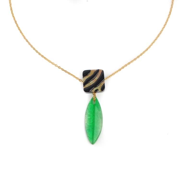 Gold necklace capiz leaf...